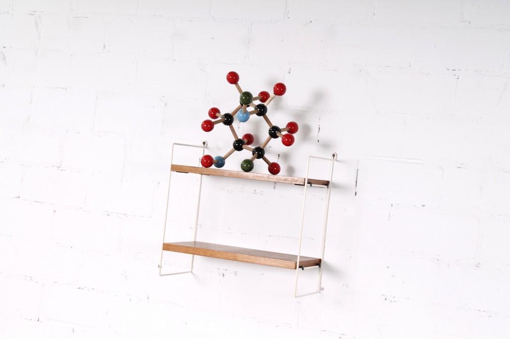 kleines wei es vintage string regal nussbaum metall. Black Bedroom Furniture Sets. Home Design Ideas
