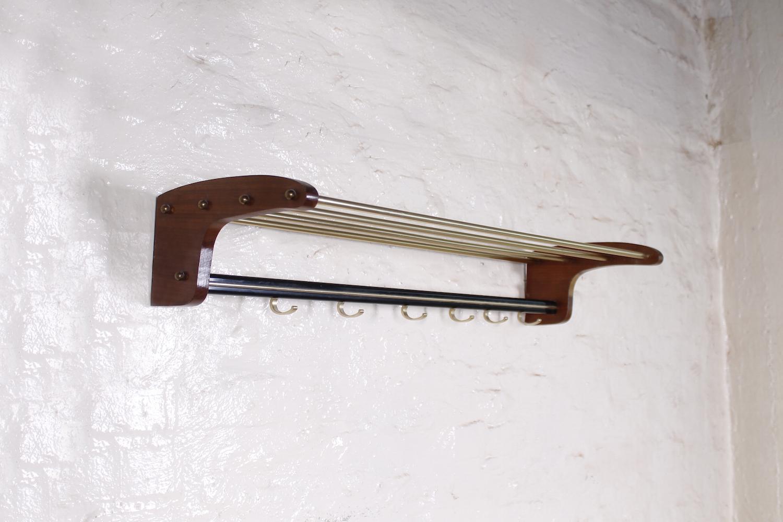 elegante flurgarderobe mit hutablage nussbaum metall 1950er hans hans. Black Bedroom Furniture Sets. Home Design Ideas