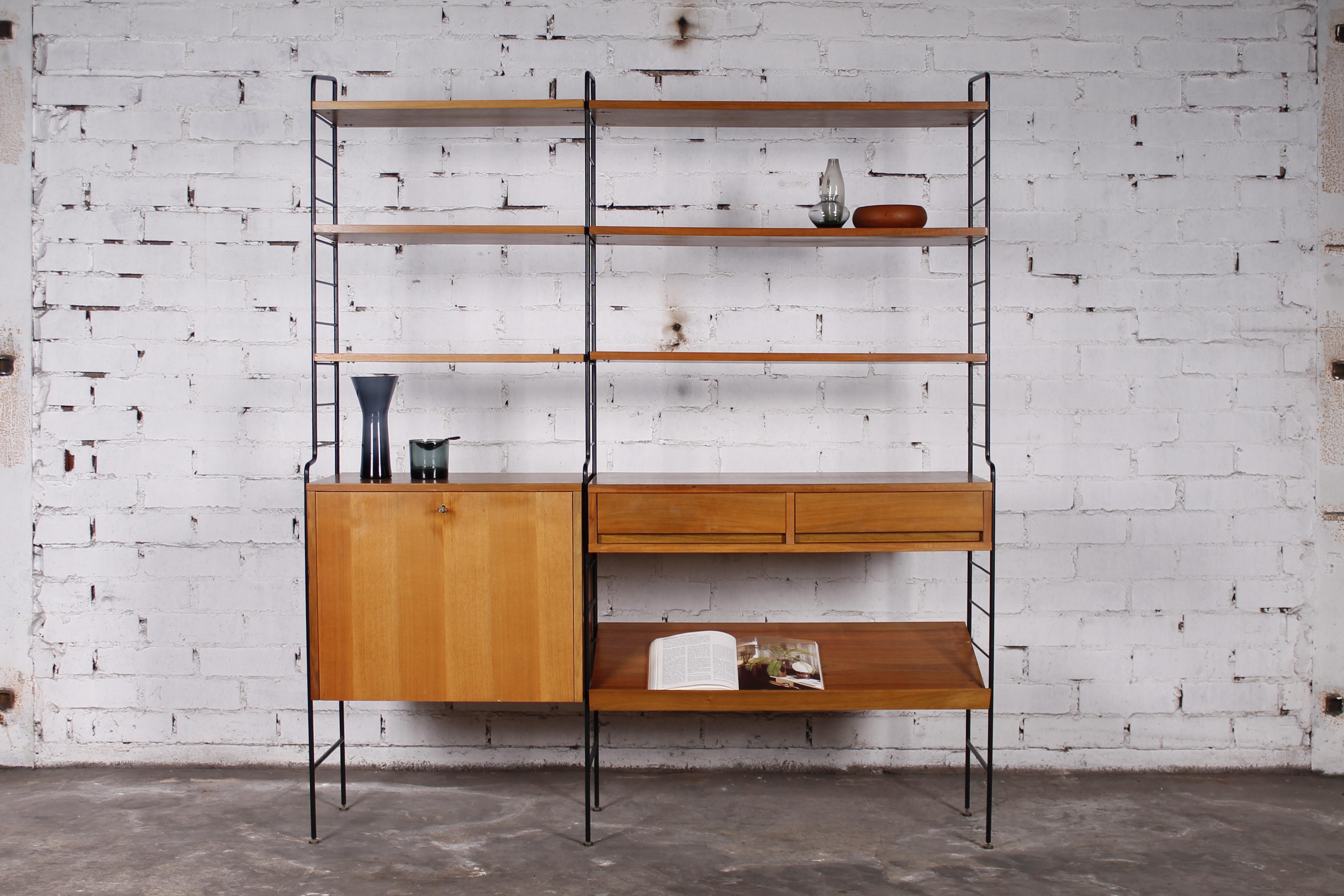 freistehendes modulares string regal nussbaum metall 1960er hans hans. Black Bedroom Furniture Sets. Home Design Ideas