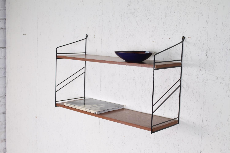 kleines vintage string ra wandregal nussbaum metall 1960er hans hans. Black Bedroom Furniture Sets. Home Design Ideas